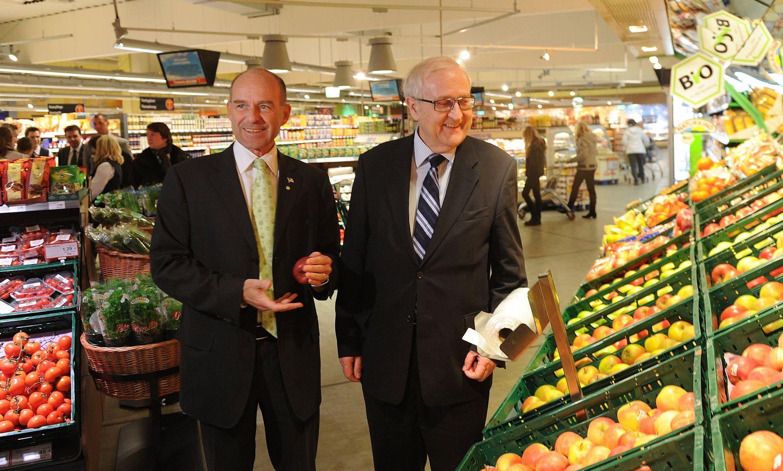 NUR FÜR SPAM Brüderle besucht Tengelmann Klimamarkt