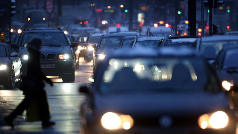 Abendverkehr in Düsseldorf (Archivbild): Trend »Weg vom Auto« nicht zu erkennen