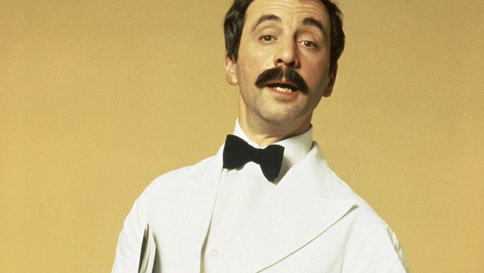 """Andrew Sachs als Kellner Manuel in """"Fawlty Towers"""""""