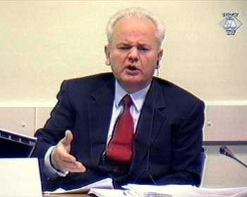 Ex-Diktator Milosevic auf der Anklagebank in Den Haag: Nähe zu einem der größten Kriegsverbrecher