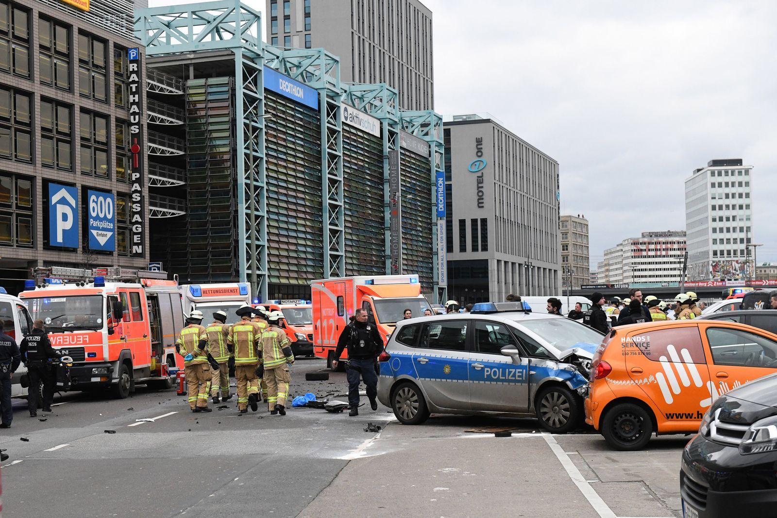 Unfall mit Polizeiwagen