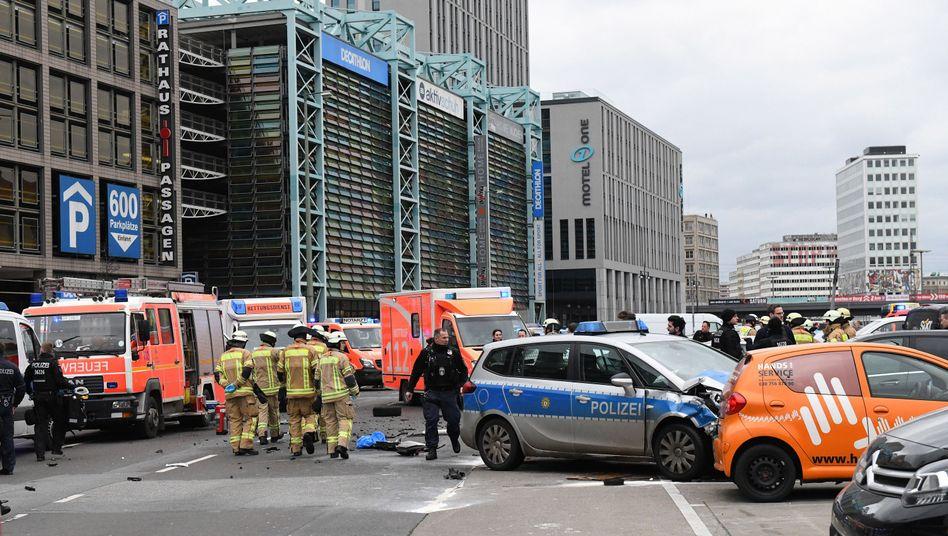 Unfallort nahe Alexanderplatz in Berlin: Anklage wegen fahrlässiger Tötung und Straßenverkehrsgefährdung