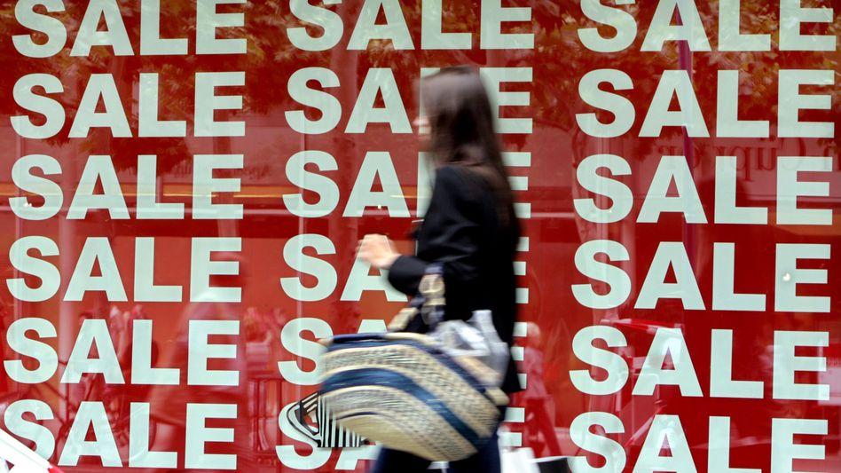 Schlussverkauf: Deutsche sortieren Klamotten oft in den Müll