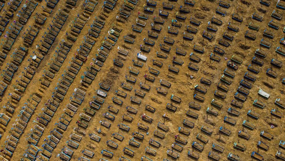 Friedhof in Manaus, Brasilien, am 20. Juli 2020