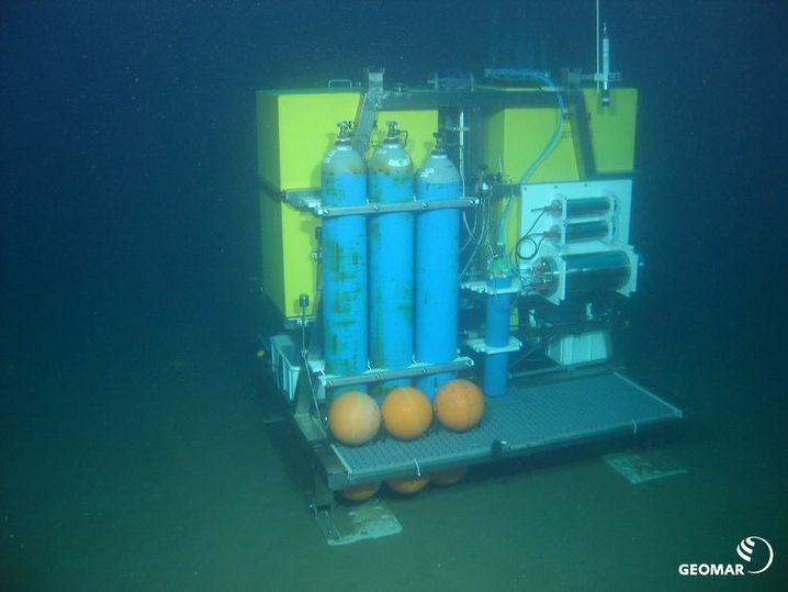 Aufbau des Gasfreisetzungsexperimentes mit dem Ocean Elevator Lander