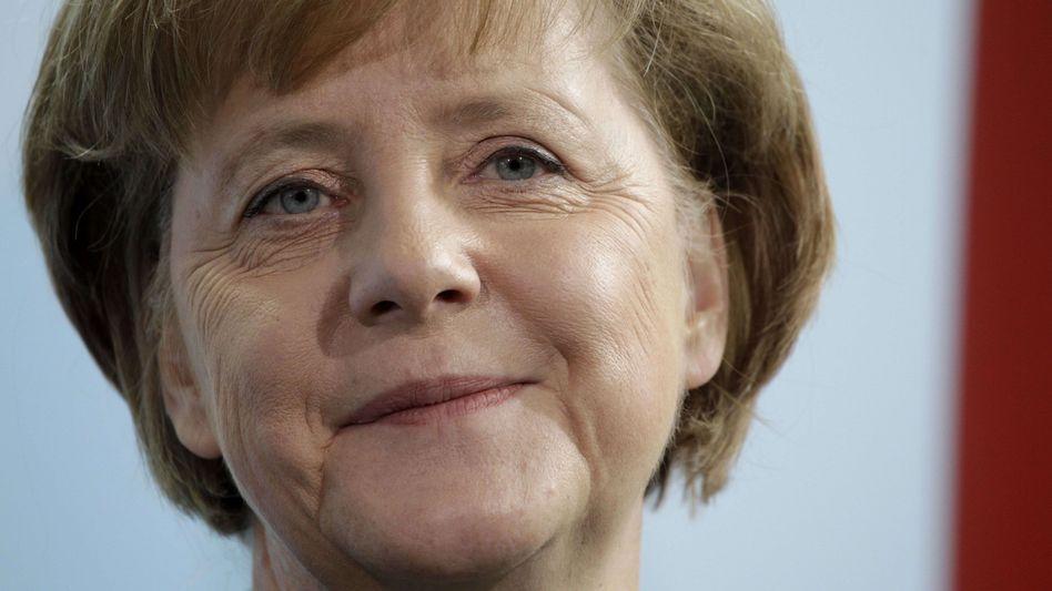 Angela Merkel: Die Kanzlerin muss nach einer Meniskus-OP vorerst an Krücken gehen
