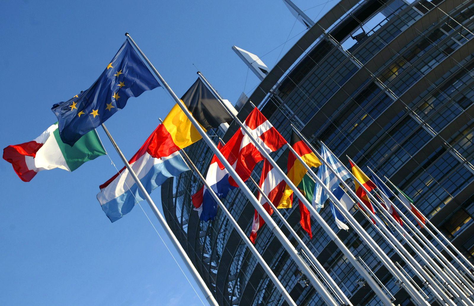 Europaparlament Straßburg/ Flaggen