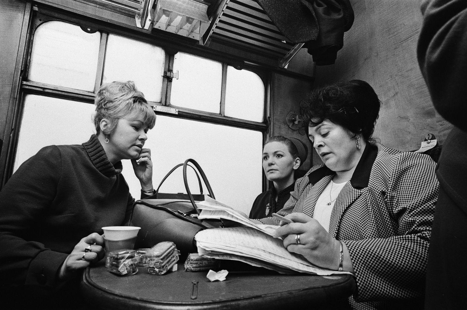 Hull Trawler Wives, 1968