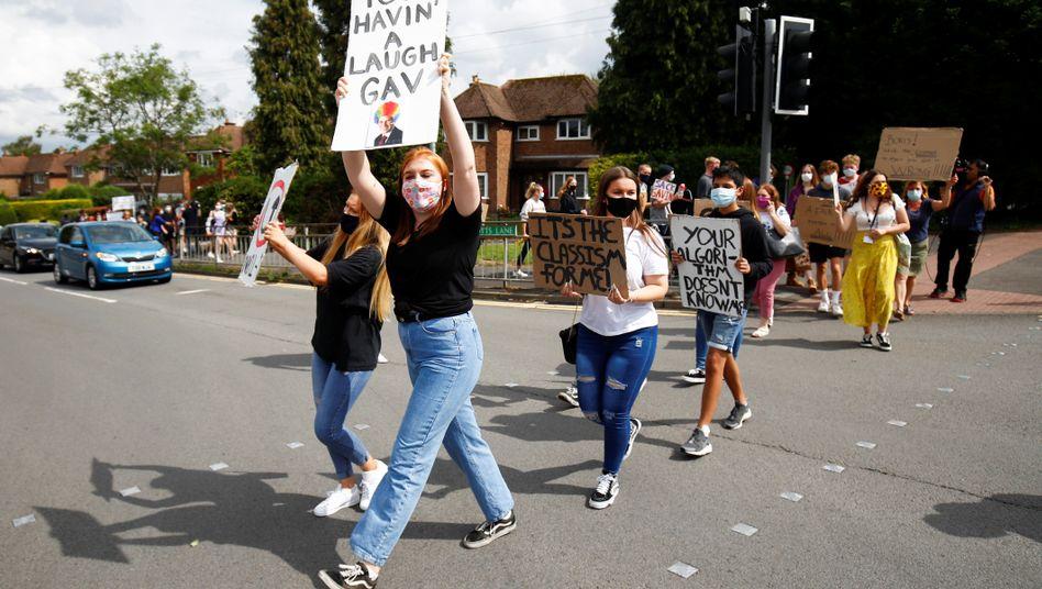 Schülerproteste in South Staffordshire: Widerstand gegen Benotung durch Computerprogramm