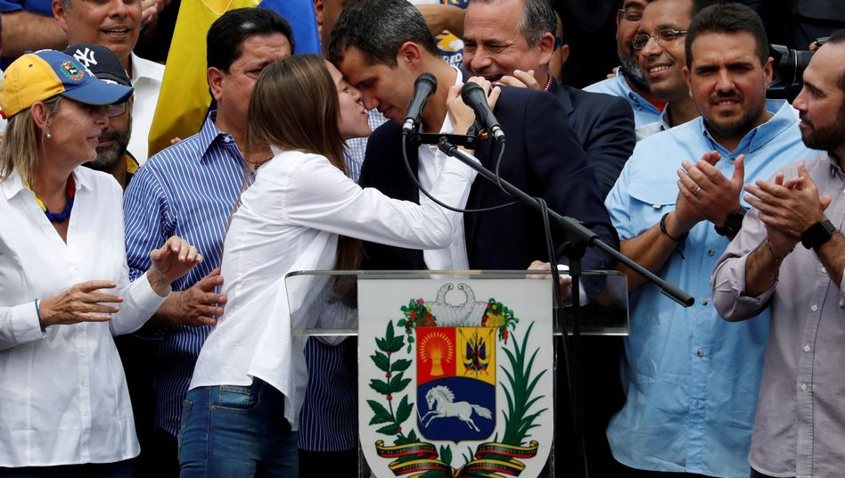 Juan Guaidó mit Ehefrau Fabiana Rosales am Montag in Caracas