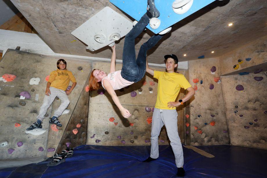"""Ende September, kurz vor Josts Abreise nach Nepal, fand das Gespräch im Bielefelder Kletterzentrum """"Speicher 1"""" statt. Dort haben nicht nur Frida und Jakob das Klettern gelernt, sondern auch Jost."""