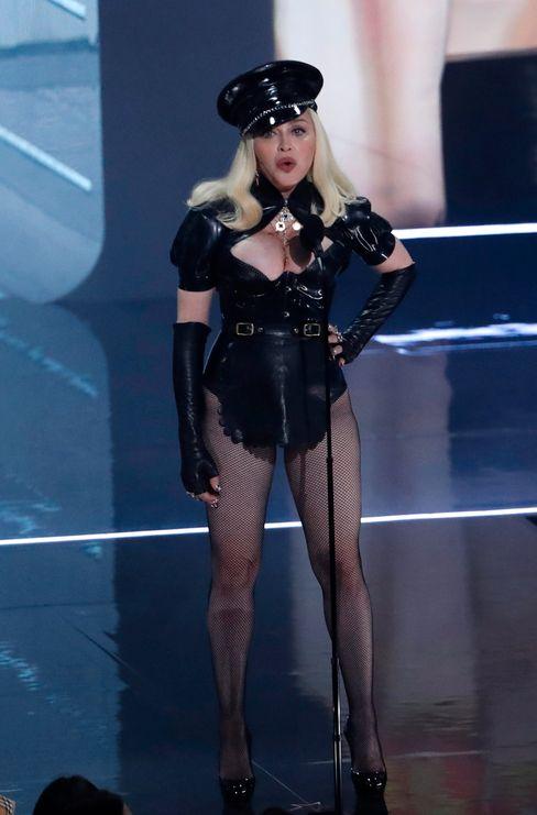Madonna eröffnete die Show: »Wir sind immer noch hier«