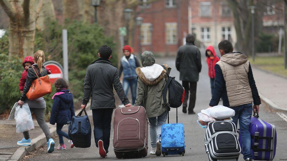 Flüchtlinge kommen in Berlin an: Mehr als eine halbe Million Asylanträge 2015?