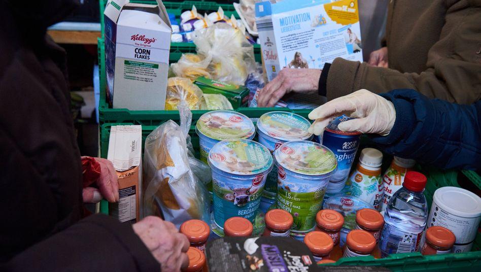 """Lebensmittelausgabe bei """"Laib und Seele"""" in Berlin: Eine Verrechnung mit dem Wohngeld ist nicht erlaubt"""