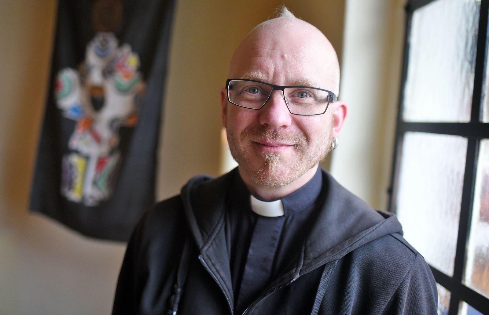 Ines-Paul Baumann/ Pastor