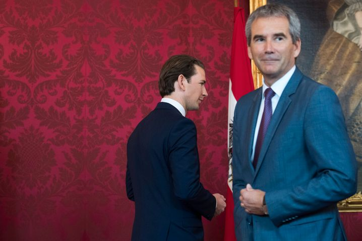Der ehemalige Finanzminister Hartwig Löger (r.) war kurzzeitig Interims-Regierungschef. Auch gegen ihn werden Korruptionsvorwürfe erhoben