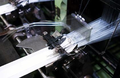 Gurt-Produktion: Die Gurtbänder werden auf bis zu 230 Grad aufgeheizt und wieder abgekühlt