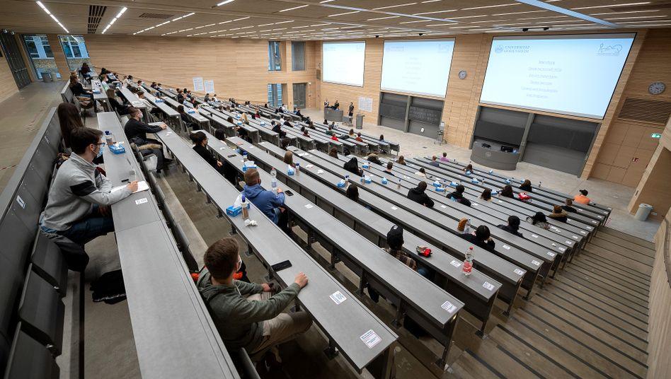 Semesterbeginn unter Pandemiebedingungen: Begrüßungsveranstaltung für Erstsemester in Baden-Württemberg