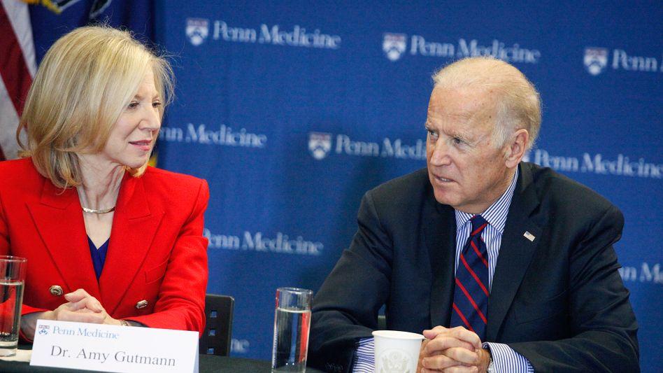 Gutman und US-Präsident Biden bei einer Pressekonferenz in Philadelphia im Januar 2016