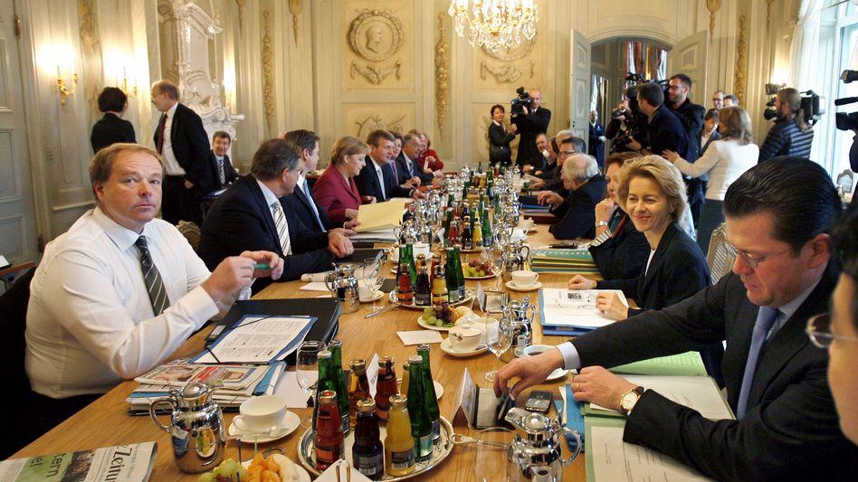 Regierungsklausur auf Schloss Meseberg am 18. November 2009: Aus dem Vollen schöpfen
