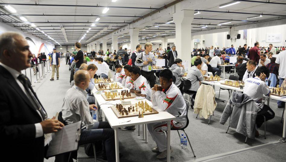 Da war noch alles gut: Die Teilnehmer der Schach-Olympiade zu Beginn des Turniers Anfang August