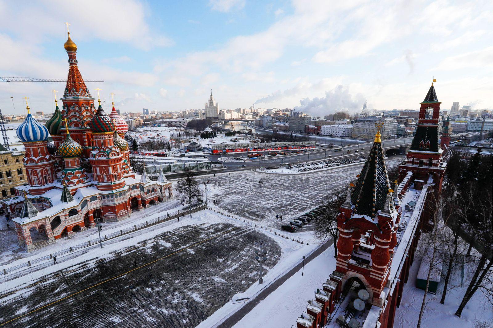 EINMALIGE VERWENDUNG Russland / Moskau / Basilius-Kathedrale am Roten Platz / Handel /