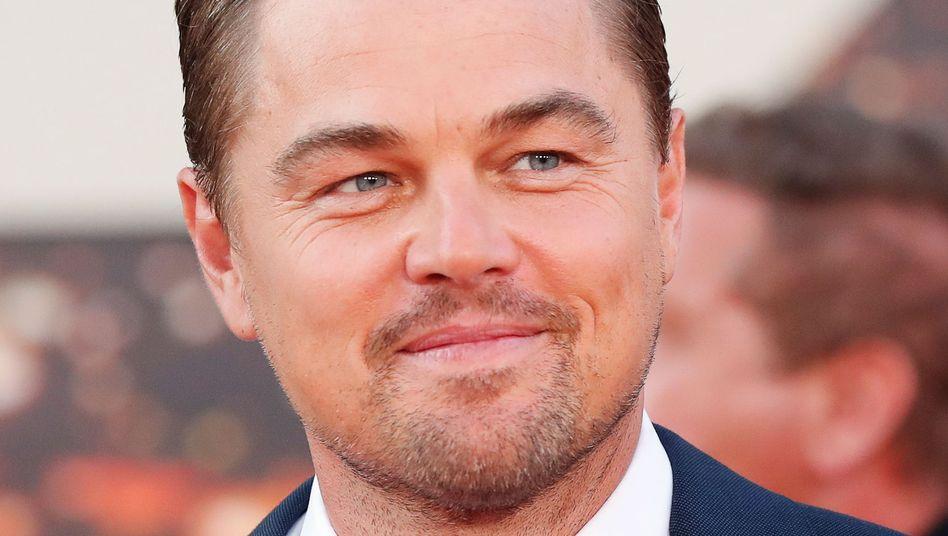 Leonardo DiCaprio rettet Schiffbrüchigen im offenen Meer