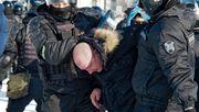 Russische Sicherheitskräfte nehmen Hunderte Nawalny-Unterstützer fest
