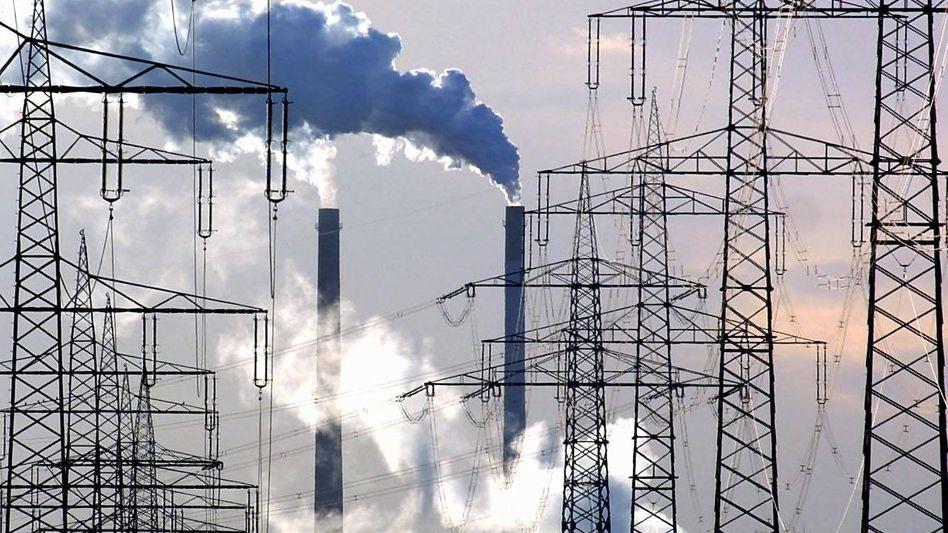 Schornsteine des Kraftwerks in Datteln: Schieflage bei der Ökostrom-Umlage