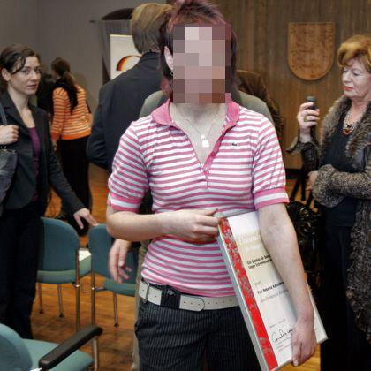 Rebecca K. bei der Preisverleihung im Februar: Ist sie Opfer oder Täter?