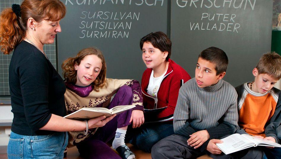Schülerinnen und Schüler in der Schweiz mit ordnungsgemäßer Kleidung (Archivbild)