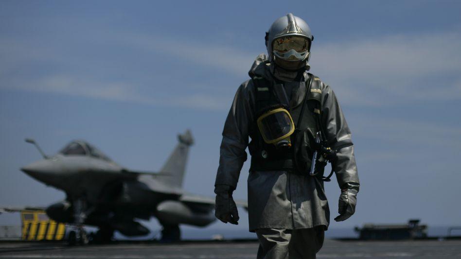 Französischer Kampfjet: Neue Nato-Strategie nimmt Gaddafis Verstecke ins Visier