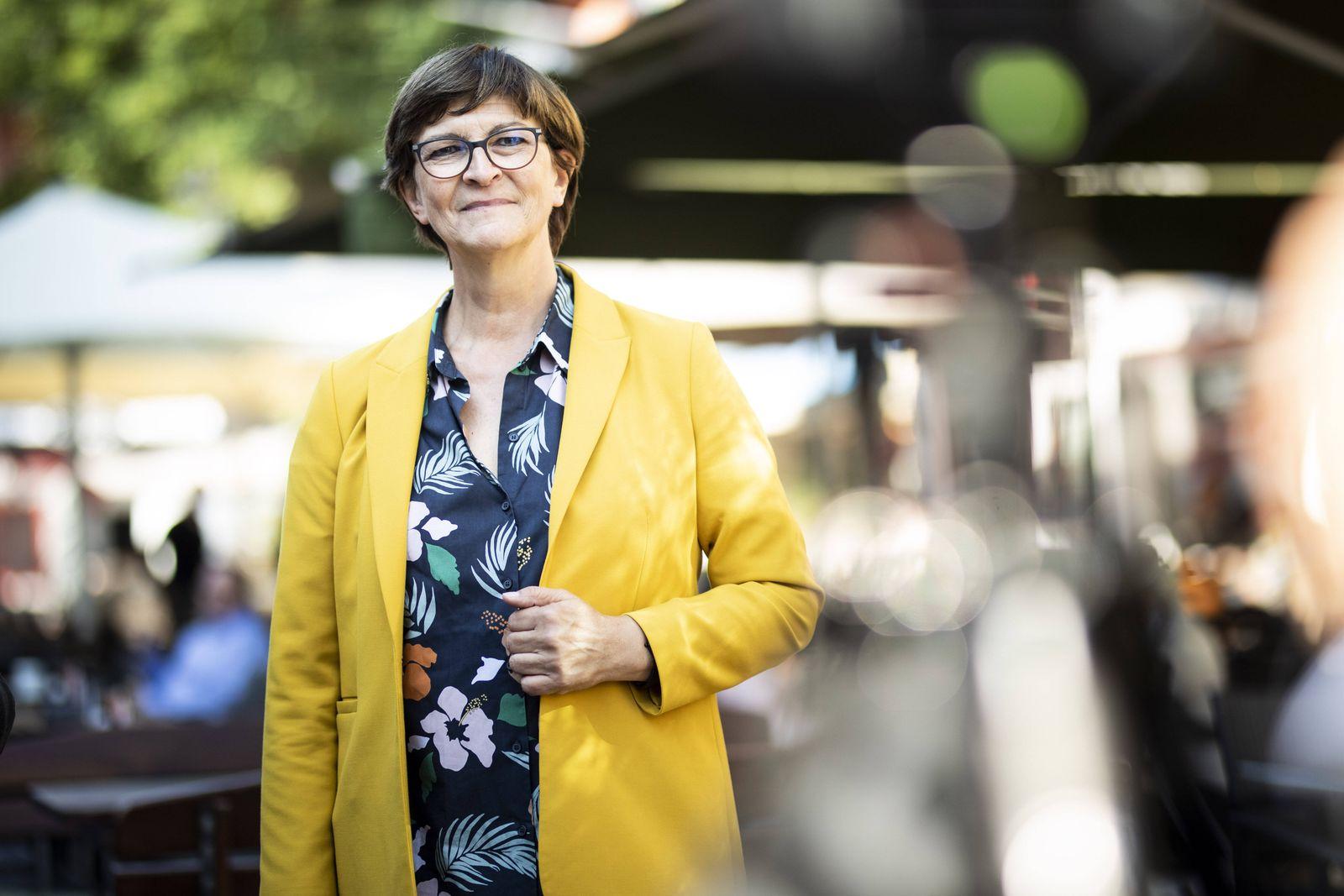 Saskia Esken, Bundesvorsitzender der SPD, aufgenommen im Rahmen der Pressereise durch das Ruhrgebiet in Neuss, 02.09.20