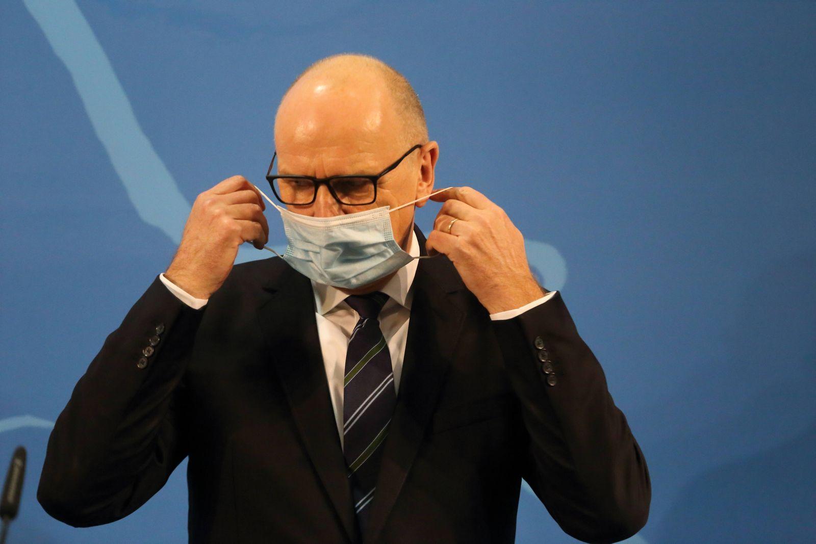 Ministerpräsident Dietmar Woidke (SPD) während einer Pressekonferenz zu geplanten Lockerungen der Maßnahmen gegen die A