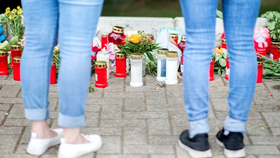 Kerzen und Blumen in Barsinghausen