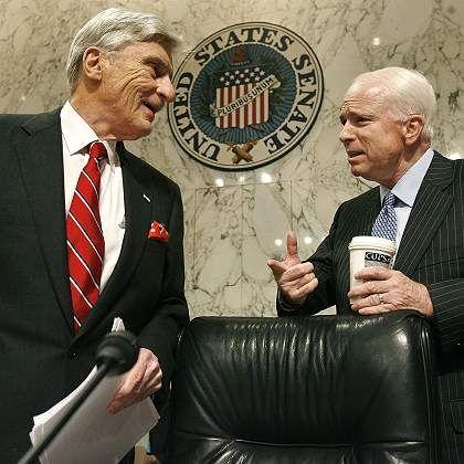 Republikaner John Warner und John McCain: Widerstand gegen US-Präsident Bush