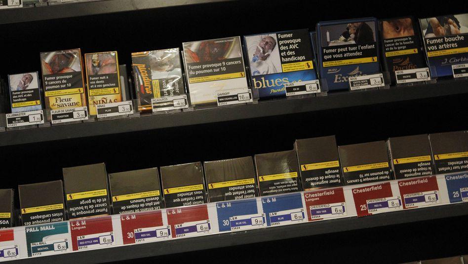 Tabakschachteln in Paris: Laut der »Tobacco Control Scale« wird die Zigarettenindustrie in keinem EU-Staat so lax reguliert wie in Deutschland