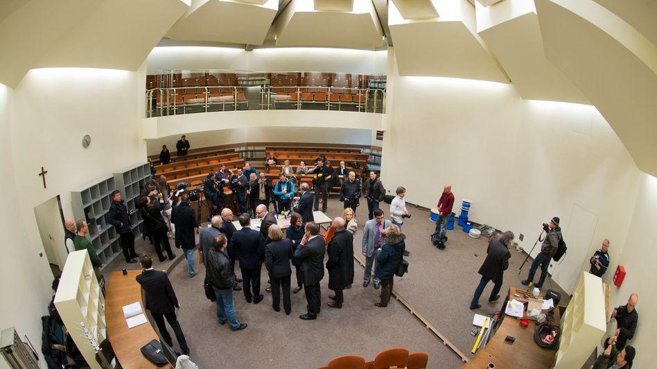 Sitzungssaal 101 im Oberlandesgericht München: Ärger um Platzvergabe