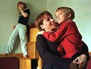 Eine Mutter mit ihren autistische Kindern: Aussicht auf neue Behandlungsmethoden?