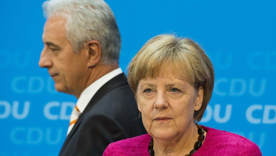 Kanzlerin Merkel, Sachsens Ministerpräsident Tillich: Streit um Linksbündnisse