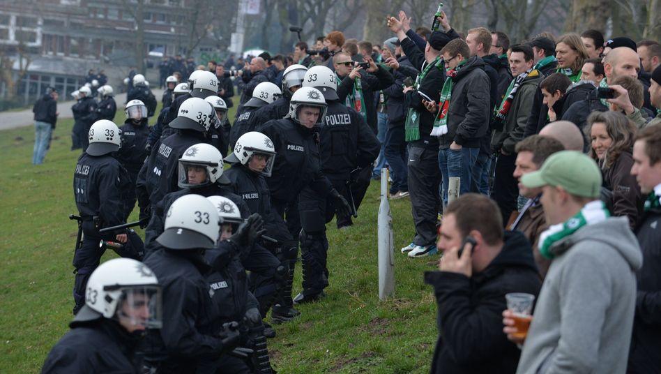 Polizisten, Werder-Fans: 300.000 Euro Personalkosten bei Risikospielen