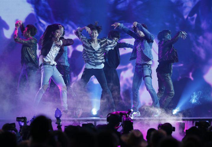 K-Pop-Stars BTS: Grenzüberschreitung der heterosexuellen Boy-Band-Norm