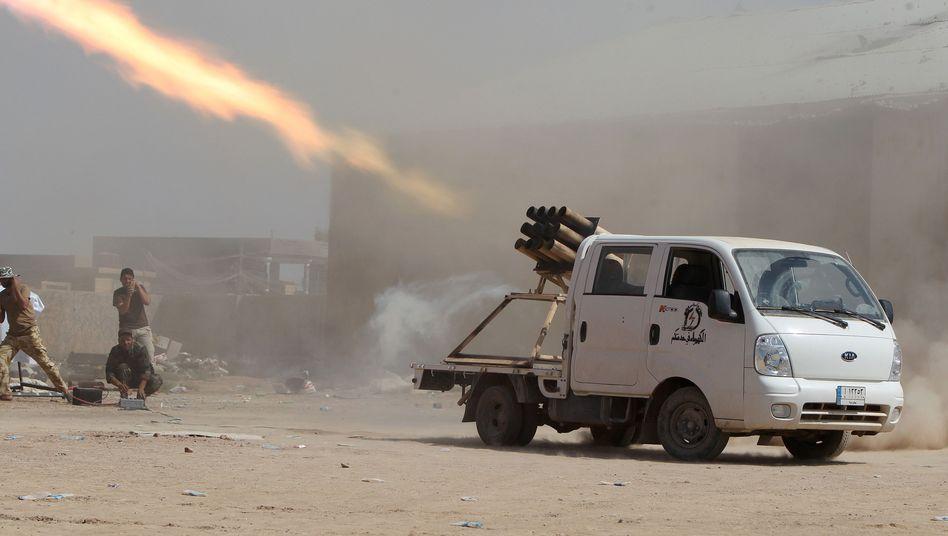 """Irakische Kämpfer feuern Raketen auf IS-Stellungen: Verfolgung bis """"zu den Toren der Hölle"""""""