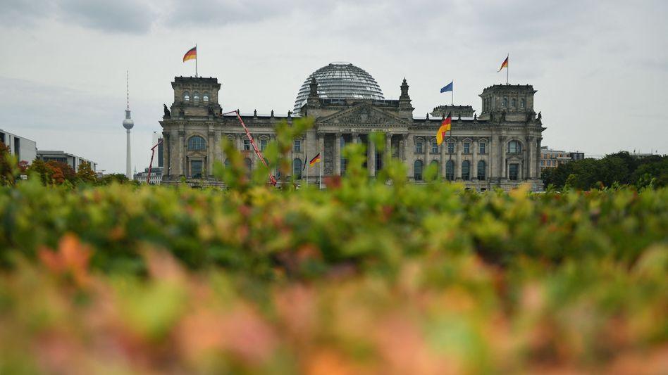 Reichstag in Berlin: Das ZDF führte seine Umfrage in der Hauptstadt durch, der Holocaustleugner kam vor dem Bundestag zu Wort