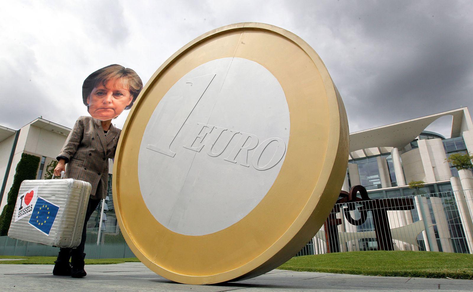 Merkel-Konterfei bei Euro-Demo