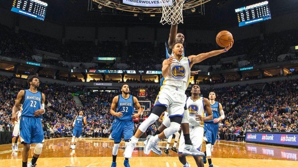 Basketballstar Curry im Spiel gegen die Minnesota Timberwolves 2016: »Es geht um Ehre und das Recht auf eine eigene Meinung«