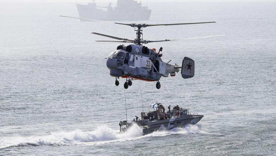 Russisches Militärmanöver vor der Küste der Halbinsel Krim im September 2016