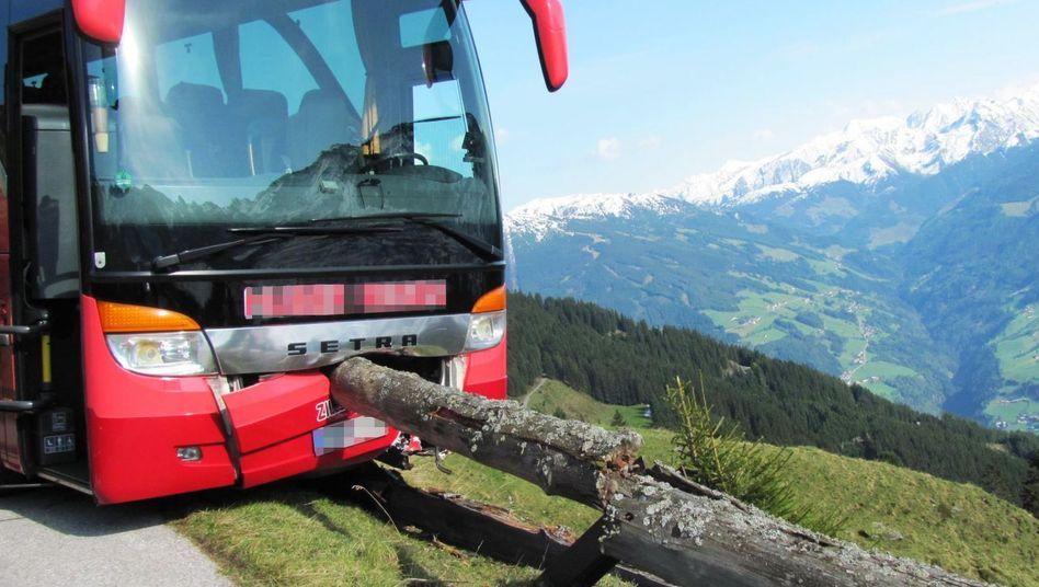 Verunglückte Bus auf der Zillertaler Höhenstraße
