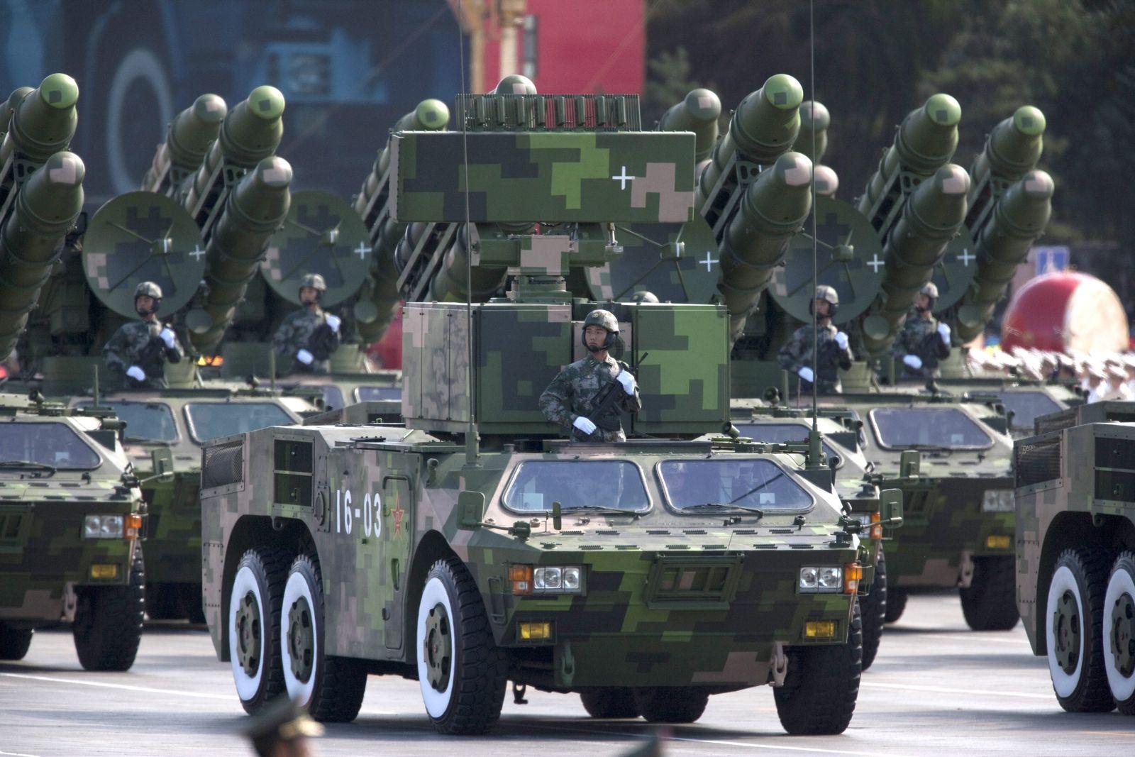 Waffendossier / China / Militär