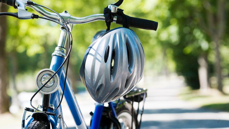 Überlebenswichtiges Zubehör: Fahrradhelme schützen vor Kopfverletzungen und Hirnschäden
